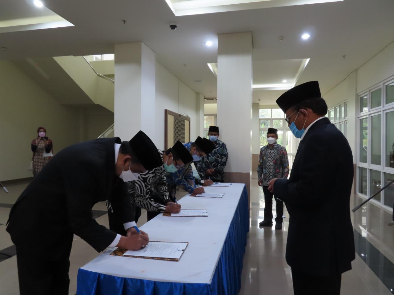 UIII Rector Prof. Komaruddin Hidayat Inaugurated Vice Rector, Deans, and UIII Officials